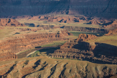 USA, Dead Horse Point State Park, Overlook over the canyonlands and the Colorado river - RUNF01696