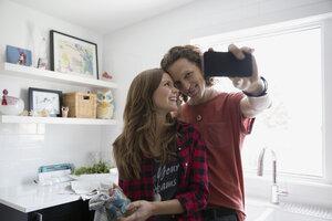Couple taking selfie in kitchen - HEROF33319