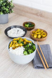Rice with chicken curry and broccoli - GIOF06019