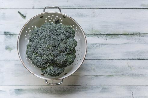 Brokkoli in colander - STBF00282