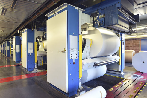 Printing shop: paper roll in a printing press - SCHF00485
