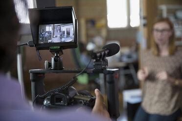Cameraman filming tutorial - HEROF33796