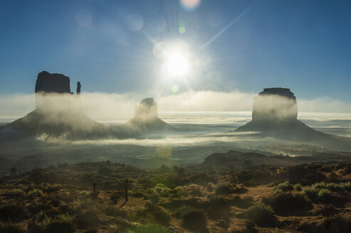 USA, Arizona, Monument valley at sunrise - RUNF01739