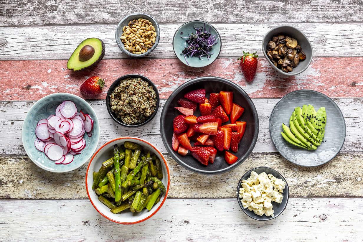 Fresh ingredients for a veggie bowl - SARF04219 - Sandra Roesch/Westend61