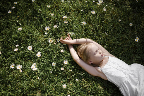 Little girl lying in flower field - EYAF00105