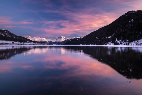 Italy, South Tyrol, Alps, Haidersee at sunset - STSF01903