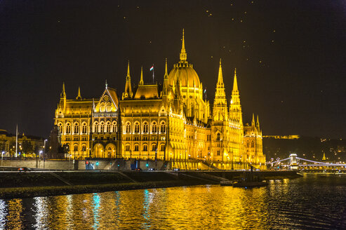 Hungary, Budapest, illuminated parliament by night - RUNF01773