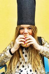 Portrait of girl wearing black crown eating Hamburger - ERRF00910