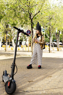 Girl wearing polka dot jumpsuit and black crown - ERRF00916