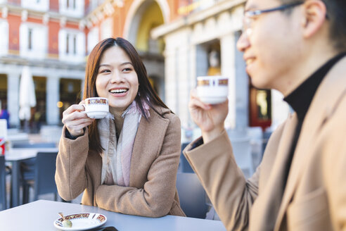 Spain, Madrid, young couple enjoying a coffee at Plaza Mayor - WPEF01485