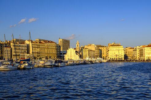 am Alten Hafen, Vieux Port, Altstadt, Marseille, Provence-Alpes-Côte d'Azur, Frankreich - LBF02559
