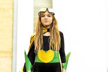 Portrait of smiling girl in super heroine costume - ERRF01035
