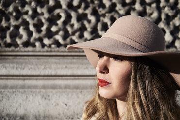 Portrait of a stylish woman wearing a floppy hat - IGGF01124