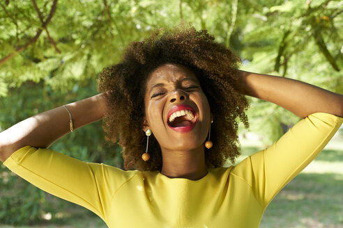 Portrait of young woman screaming for joy - VEGF00010