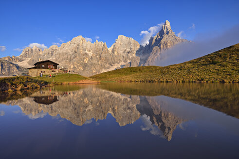 Italy, the mountain group with the mountain Pale di San Martino with Cimon della Pala reflecting in small lake at sunset, Rifugio Baita Giovanni Segantini - RUEF02156