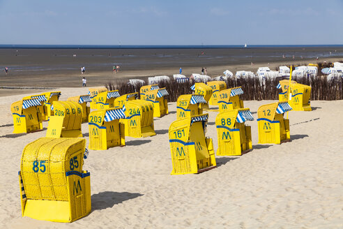 Germany, Lower Saxony, Cuxhaven, Duhnen, beach with hooded beach chairs, tideland - WD05244