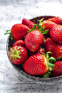 Bowl with fresh strawberries - SARF04229