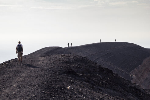 Aeolian Islands, Vulcano, Panoramic view from volcano, hikers at volcanic crater - MAMF00518
