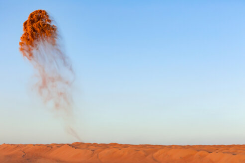 Oman, Wahiba Sands, Sand throwing in the air - WVF01141