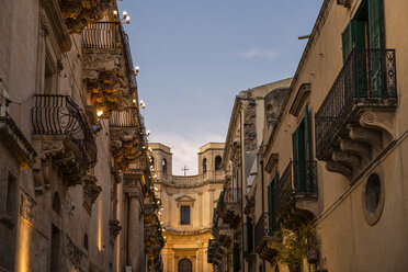 Sicily, Noto, view to Chiesa di Montevergine in the evening - MAMF00530