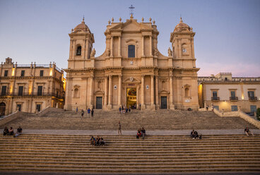 Italy, Sicily, Syracuse Province, Val di Noto, Noto, Noto Cathedral in the evening - MAMF00533