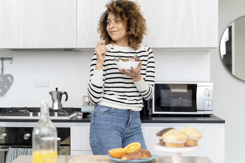 Italy, Tuscany, Florence, Young woman indoor lifestyle and food - FMOF00586