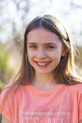 Portrait of smiling girl in the garden - SARF04233