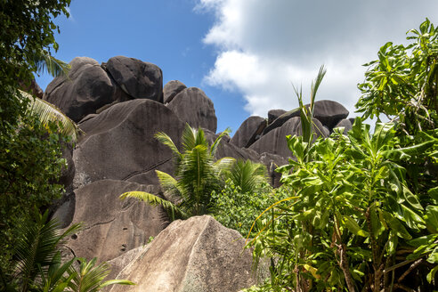 Seychelles, La Digue, Anse Source D´Argent, granite rocks - NDF00895