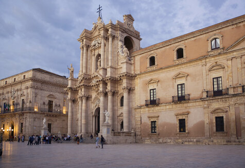 Italy, Sicily, Ortygia, Syracuse, cathedral of Syracuse, cathedral Santa Maria delle Colonne - MAMF00573