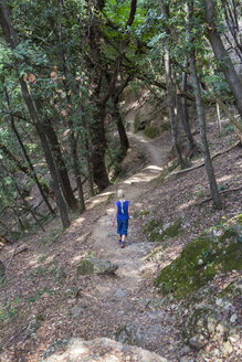 Italy, Liguria, Portofino, girl hiking on coastal trail - HSIF00531
