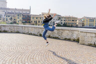 Young woman jumping in Verona - GIOF06263