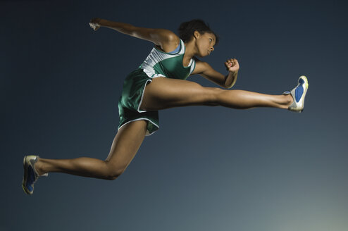 African American female athlete jumping - BLEF00019