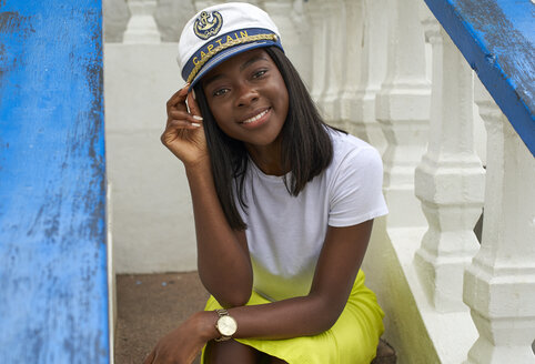 Portrait of smiling young woman wearing Captain's hat - VEGF00087