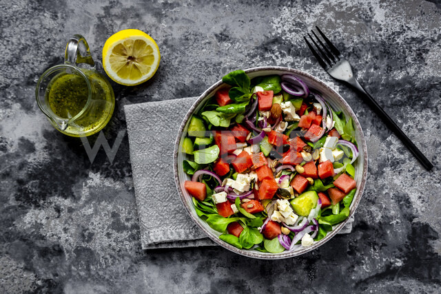 Lamb's lettuce with watermelon, feta, cucumber, red onion and nut - SARF04240 - Sandra Roesch/Westend61