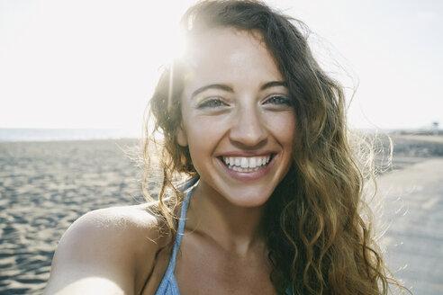 Portrait of smiling Caucasian woman - BLEF01323