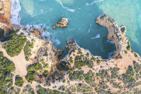 Portugal, Algarve, Lagoa, Praia da Marinha, aerial view of rocky coastline and sea - MMAF00922