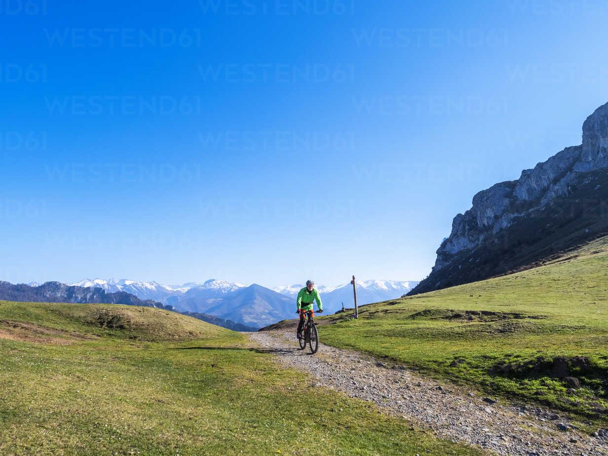 Spain, Asturia, Collada de Pelugano, senior man on e-bike - LAF02271 - Albrecht Weißer/Westend61
