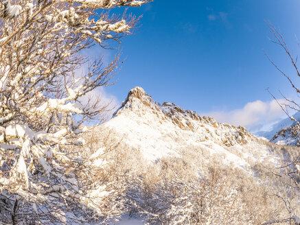 Spain, Asturia, Picos de Europa, Mirador De Piedrashistas, mountainscape in winter - LAF02285