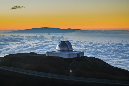 Observatory on Mauna Kea at sunset, Big Island, Hawaii - RUNF01944