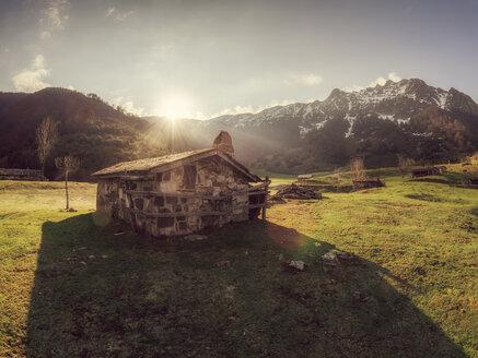 Spain, Asturia, Cantabrian Mountains, Refugio de Branagallones mountain hut - LAF02294