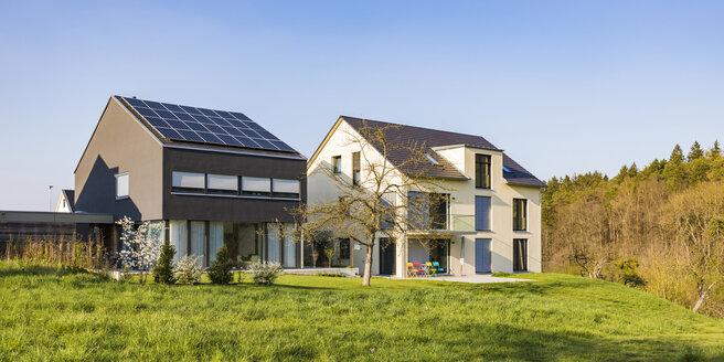 Deutschland, Baden-Württemberg, Nürtingen, Neubaugebiet, Neubau, moderne Einfamilienhäuser, Wohnhaus, Solaranlage, Photovoltaik, Photovoltaikanlage, Wärmedämmung, Immobilie - WDF05264
