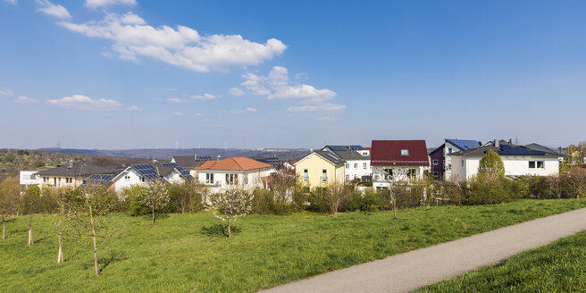 Germany, Aichschiess, development area, modern one-family houses with solar collectors - WDF05267