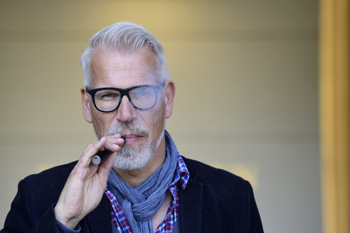 Portrait of a mature man, smoking electronic cigarette - ECPF00694