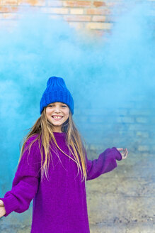 Young girl with turquoise color powder in the background - ERRF01265