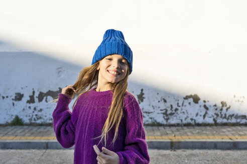 Portrait of young girl wearing blue woolly hat - ERRF01271