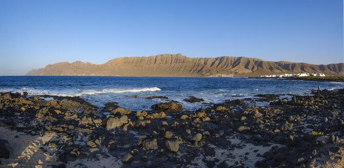 Spain, Canary Islands, Lanzarote, Caleta de Famara, Risco de Famara - SIEF08629
