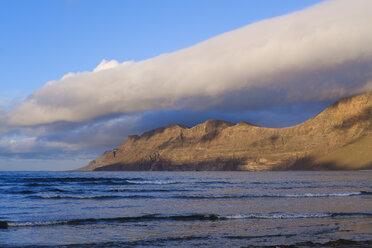 Spain, Canary Islands, Lanzarote, Caleta de Famara, Risco de Famara - SIEF08632