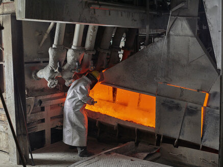 Industry, Worker controlling smelting process - CVF01223