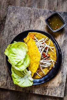Banh xeo with lettuce and Nuoc Cham dipping sauce - SBDF03954