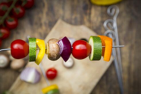 Preparation of vegetable skewers - LVF08026